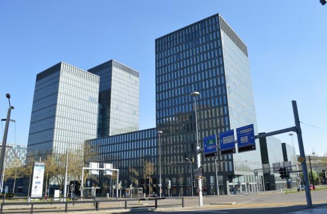 Dienstleistungsüberbauung - Hochhaus